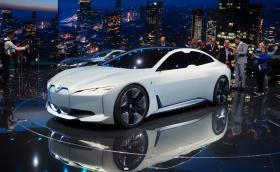 BMW i4 идва с 530 к.с. и 550 кг батерии