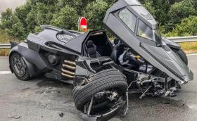 Renault Scenic потроши Батмобил за милион евро