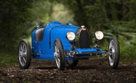 Търсите нова играчка за детето? Какво ще кажете за електрическо Bugatti, което развива 45 км/ч и струва 30 хил. евро