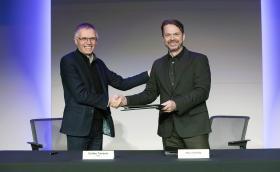Fiat Chrysler и PSA Group подписаха договора - вече официално са четвъртият най-голям производител в света