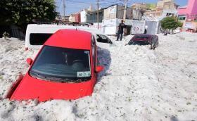 Вижте пораженията от метър градушка в Мексико! Галерия и видео!