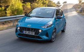 Hyundai i10 иска да е най-добрият малък хеч. И май е!