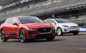 Jaguar предлага 3000 долара на собственици на Tesla, които предпочетат I-Pace