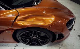 Пиян американец сгъна нает McLaren 720S при паркиране. Оправят го за 69 хил. долара