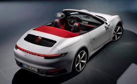 Базовото 911 Carrera е тук - има 385 к.с. и струва 105 хил. евро