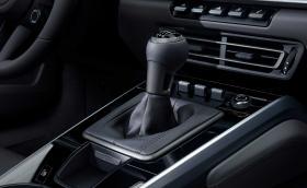 Porsche вече предлага ръчка за новото 911