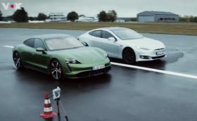 Направиха първи драг тест на Taycan Turbo S срещу Model S P100D