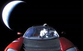 Tesla-та на Мъск направи първа обиколка на слънцето