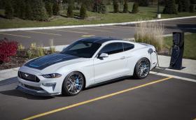 Още извращения от SEMA: 900-конен електрически Mustang с 1355 Нм и 6-степенна ръчка