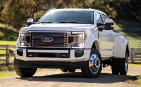 Докато ние се залъгваме с 3-цилиндрови турбо миксери: Нов 7,3-литров V8 за пикапите на Ford в САЩ