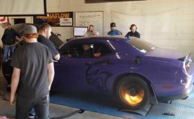 Dodge Challenger Hellcat пръсна синджира на дино стенд. Буквално...