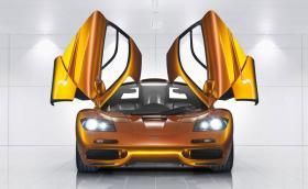 Точно 20 години откакто McLaren F1 постави рекорд за скорост 386,7 км/ч. Нека си припомним този невероятен автомобил