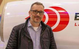 Човекът, който си купи най-бързата кола в света и спаси мисията за нов рекорд за скорост. Казва се Иън Уорхърст