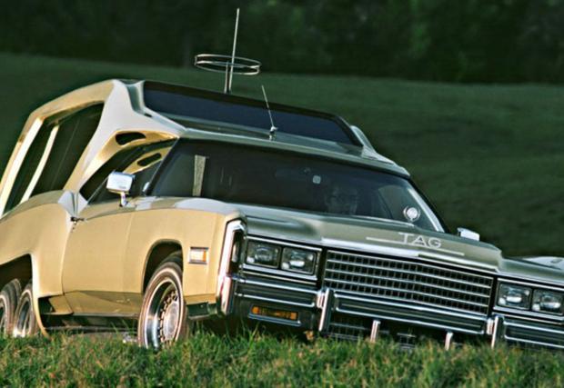 1978 Cadillac Techniques d'Avant Garde Function Car by Sbarro. Дълго име за кола-офис, поръчана от TAG-Heuer. Допълнителната задна ос позволява отваряне на достатъчно пространство отзад за заседателна масичка и телевизор.