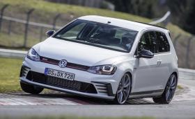 """Вижте как VW Golf GTI Clubsport S """"потрошава"""" рекорда на """"Нюрбургринг. Отново. Видео и галерия"""