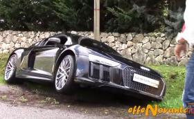Чисто ново Audi R8 V10 plus катастрофира в Италия. Шанс. Видео и кратка галерия