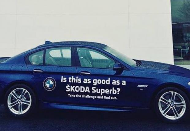 """""""Тествайте BMW Серия 5. От Skoda? Ирландски дилър на чешката марка предлага директно сравнение"""