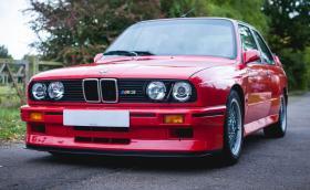 Битката на колосите. BMW M3 Evo Sport срещу Merc 190 Evo II. Две легенди и един избор, направете го. Супер галерия