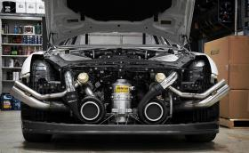 Вижте как този чудовищен Nissan GT-R криви времето и пространството. Мощен е 2500 коня, вдига 330 км/ч за 7 секунди... Галерия и видео на мега годзилата