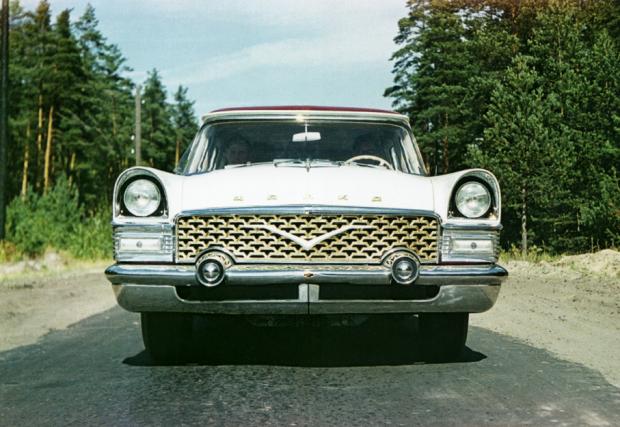 """Произвеждана между 1959 и 1981 г., колата е с дизайн """"повлиян"""" от щатския 1955 Packard и се задвижва от 5,5-литров V8 със 195 коня. Скоростната кутия е 3-степенна, автоматична."""