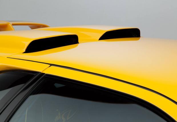 7. Въздухозаборниците на покрива. Класическо изпълнение, два отвора, хранещи 5,7-литров V12 с въздух. Aventador? Също има подобни, но вписани отстрани. Ние залагаме на тази класика.