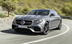 Новият Mercedes-AMG E 63 е брутален, ускорява за 3,4 до сто и има дрифт режим. Галерия и видео
