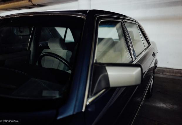 Конкретно тази W126 е била собственост на президента на Филипините, Фердинанд Маркос. Изпълнението, както може да се очаква е бронирано, джанти 14-ки, а под капака: 5-литров V8 с 265 коня и 405 Нм.