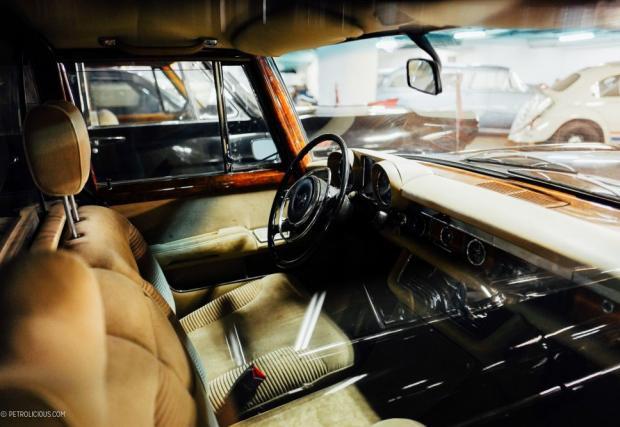 Между другото, любопитен факт е, че Mercedes-Benz-a на Никола Чаушеску, същият като този, се намира в България и е собственост на НСО. Бил е подарен на Тодор Живков от неговия румънски съпартиец.