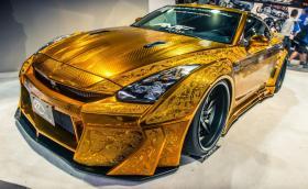 Ръчно гравиран Nissan GT-R, малка лодка с 11,7-литров V8 и 1200 коня. Нормално за SEMA: 25 от най-изчанчените експонати на изложението. Галерия