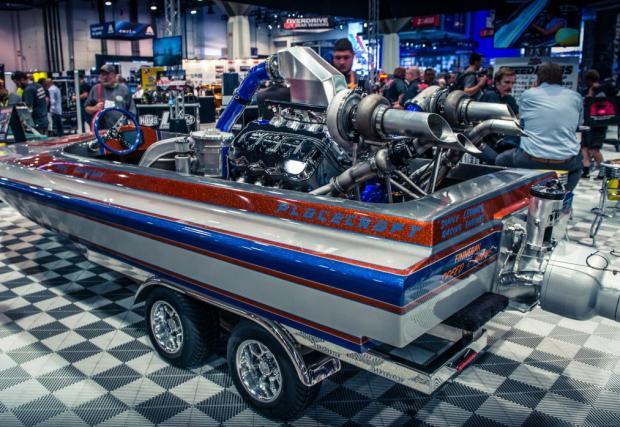 Peterson Placecraft. Съвсем нормална моторничка, с 11,7-литров V8, с две турбини и 1200 коня. Няма смисъл да казваме повече.
