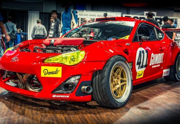 Toyota GT4586. Или GT86-ицата, на която щатският дрифтър Райът Тюрк присади 4,5-литрово италианско сърце от Ferrari 458 Italia. Писахме за нея няколко пъти. Мега!