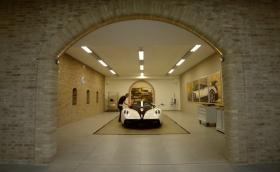 Как се прави: новата фабрика и шоурум на Pagani Automobili. Таймлапс видео за 4 минути, плюс галерия