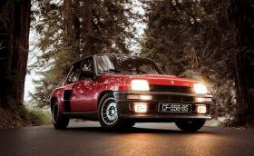 Малкият фойерверк: 1982 Renault 5 Turbo II. Галерия и видео