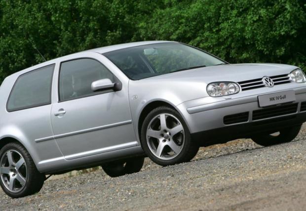 MkIV GTI. Идва през 1998, с общо два мотора и четири различни мощности. Две бензинови (125 и 150 к.с.) и две дизелови версии. Неизбежно, колата е още по-тежка от MkIII.