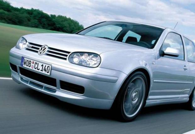 MkIV GTI 25th Anniversary, ясно по какъв повод. Произведени са 900 бензинови коли (1.8Т със 180 к.с.) и 900 дизелови версии.