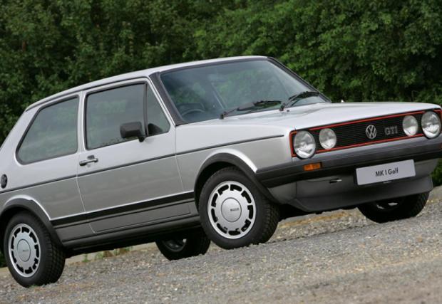 VW Golf GTI, оригиналът. Колата дебютира на салона във Франкфурт през 1975, с 1,6-литров мотор със 110 к.с. и маса от едва 810 кг. Което означава ускорение от 0-100 км/ч за под 10 сек и максимална скорост 180 км/ч. През 82-ра идва и 1,8-литровата версия със 115 коня. Легенда.