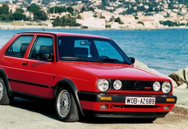MkII GTI, квинтесенциалният Golf, с 1,8-литров мотор, 110 коня и новата форма, все още квадратна, но разпознаваема навсякъде и от всекиго. Култов.