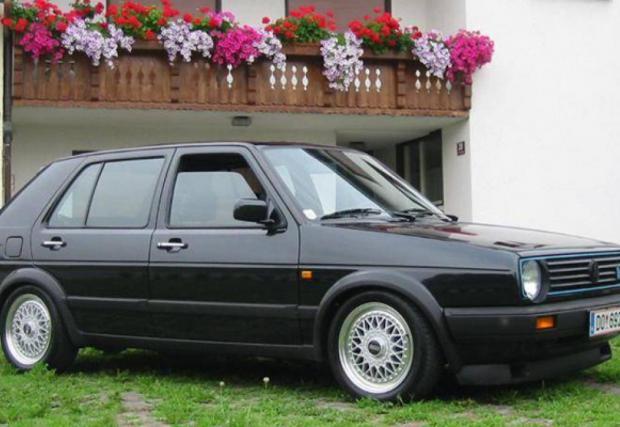 MkII Limited, една от най-редките модификации на Golf. Колите са се изработвали ръчно от VW Motorsport, задвижването е двойно, а моторът с 210 коня, достатъчни за 230 км/ч. Леле. Оборудването също е топ, с 15-ки BBS RM. Направени са едва 60 броя, тогава всеки с цена от 68 500 марки.