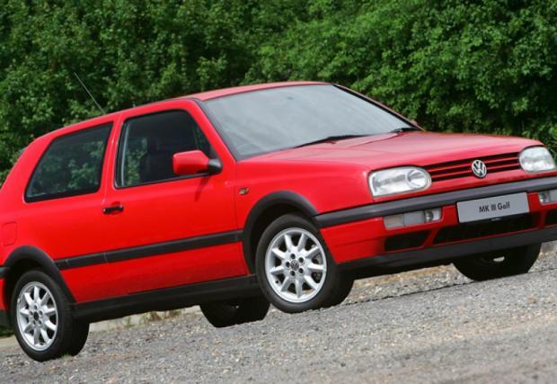 MkIII GTI от 1992 г. По-объл, вече с 2-литров мотор със 115 коня, но поради по-високата си със 188 кг, колата не е толкова пъргава, колкото двойката. През 93-та сепоявява и версия със 150 коня, която също не променя много този факт.