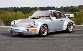 Това 1993 Porsche 911 Carrera RSR 3.8 е чисто ново, не е карано никога, на 10 км е и се продава