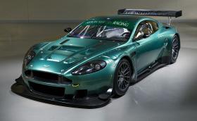 Продава се 2006 Aston Martin DBR9, малко употребяван, почти без забележки. Получавате състезател с V12 и 600 коня