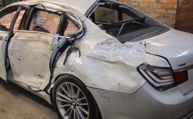 BMW 750i xDrive: за 27 дни от баница до чисто ново. Галерия и видео