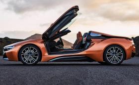 BMW i8 Roadster: космическият кораб вече и без покрив. Мощен е 374 коня и харчи 2,1 л/100 км