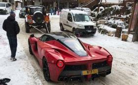 Оказва се, че LaFerrari не работи на сняг. Колата със задно и 963 коня затъва
