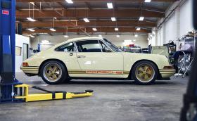 26 кадъра от ателието на Singer Vehicle Design, най-яката автомобилна компания в света