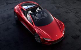 Това е новата Tesla Roadster. Колата е с пробег 1000 км, 10 000 Нм, вдига сто за 2,1 сек и развива над 400 км/ч