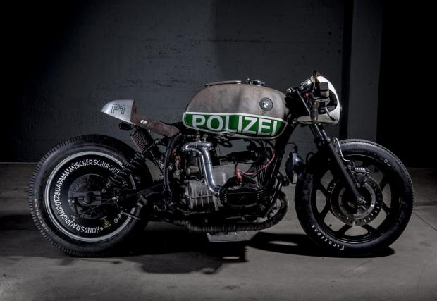 Този мотор е бил полицейско BMW R 80 RT, а сега е с компресор и нитро система