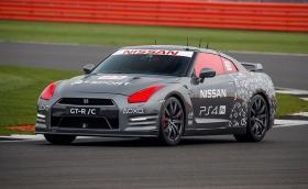 Nissan GT-R/C е истински GT-R, но с дистанционно управление. Видео