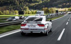 Audi започва да вози клиенти в автономно A7