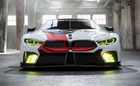 Новото BMW M8 излезе в състезателен вид преди цивилната кола. Мощно е 500 коня и тежи колкото Polo GTI